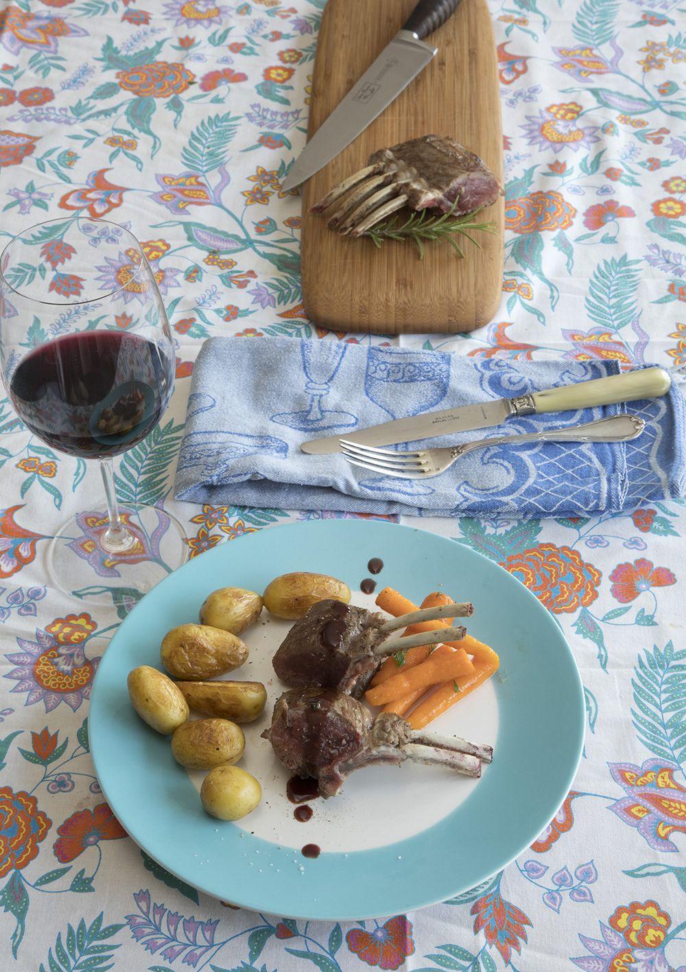 Lamscarré met ansjovis-rozemarijnsaus